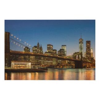 薄暗がりのマンハッタンおよびブルックリン橋 ウッドウォールアート