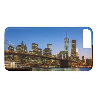 薄暗がりのマンハッタンおよびブルックリン橋 iPhone 8 PLUS/7 PLUSケース
