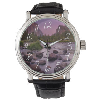薄暗がりのヨセミテ国立公園 腕時計
