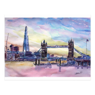 薄暗がりの破片が付いているロンドンタワー橋 ポストカード