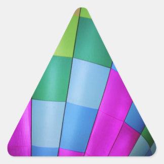 薄暗がりの空に対する熱気の気球 三角形シール