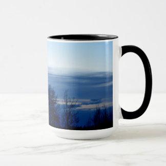 薄暗がりの空のマグ マグカップ