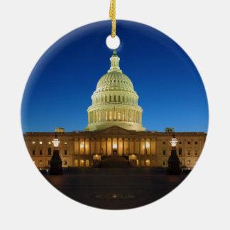 薄暗がりの米国の国会議事堂の建物 セラミックオーナメント