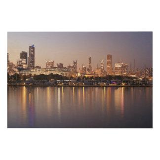 薄暗がりの米国、イリノイ、シカゴのスカイライン ウッドウォールアート