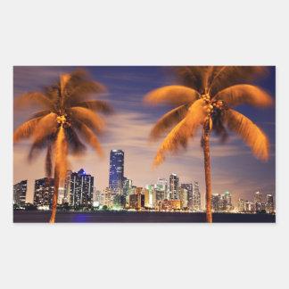 薄暗がりの米国、フロリダ、マイアミのスカイライン 長方形シール