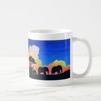 薄暗がりの象 コーヒーマグカップ