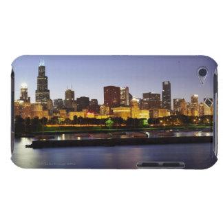 薄暗がりの都心のシカゴのスカイライン Case-Mate iPod TOUCH ケース