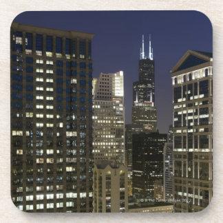薄暗がりの都心のシカゴの大きい空中写真 コースター