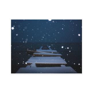薄暗がりの雪が多い桟橋 キャンバスプリント