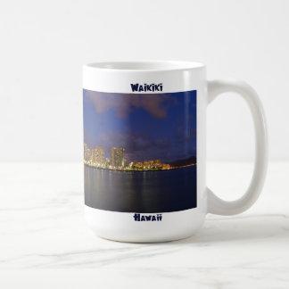 薄暗がりのWaikiki コーヒーマグカップ