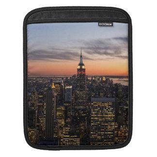 薄暗がりはマンハッタン、ニューヨークシティ、ニューヨークで落ちます iPadスリーブ