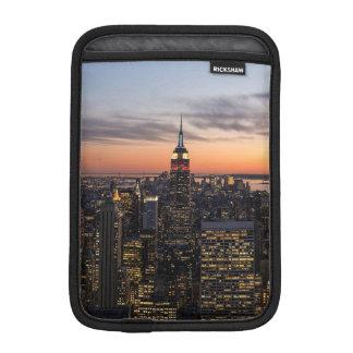 薄暗がりは石の上、NYCからのマンハッタンで落ちます iPad MINIスリーブ