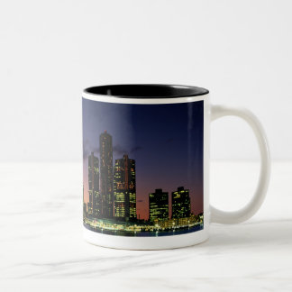 薄暗がり2のデトロイトスカイライン ツートーンマグカップ