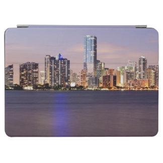 薄暗がり2の米国、フロリダ、マイアミのスカイライン iPad AIR カバー