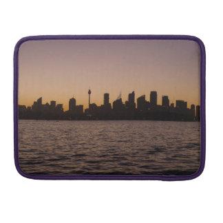 薄暗がり- Macbookのプロ袖のシドニーのスカイライン MacBook Proスリーブ
