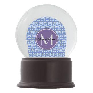 薄紫のモノグラムの青および白いフクロウパターンN1 スノーグローブ