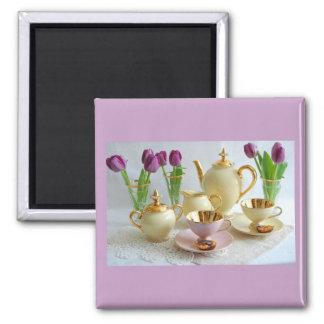 薄紫の午後のお茶の冷蔵庫用マグネットの好意 マグネット