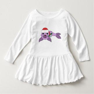 薄紫の子どものアシカ-サンタの帽子及びシルバーベル ドレス