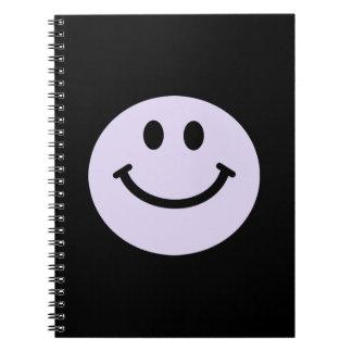 薄紫の紫色のスマイリーフェイスのノート ノートブック