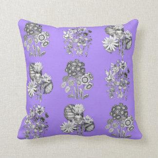 薄紫の背景のモノクロ花 クッション