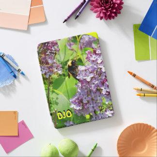 薄紫の近い上りの《昆虫》マルハナバチあなたのイニシャル iPad AIR カバー