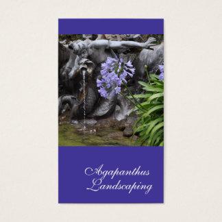 薄紫の青いアガパンサス属の花および噴水 名刺