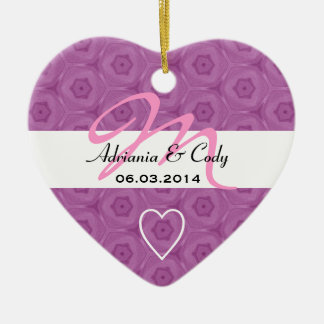 薄紫のB454を結婚しているピンクのモノグラムの新郎新婦 セラミックオーナメント