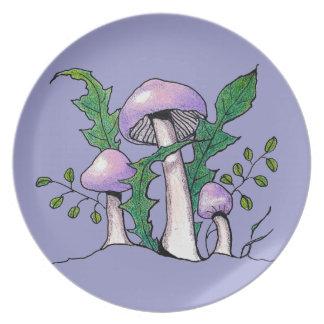 薄紫のGeophyllaのきのこ: 色の鉛筆のスケッチ プレート