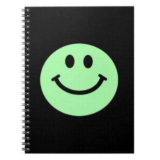 薄緑のスマイリーフェイスのノート ノートブック
