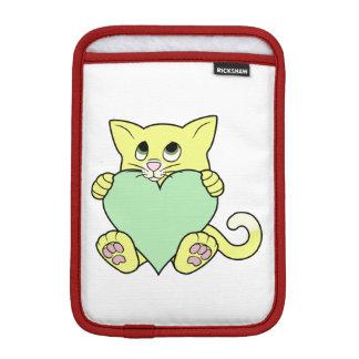 薄緑のハートのバレンタインデーの黄色猫 iPad MINIスリーブ