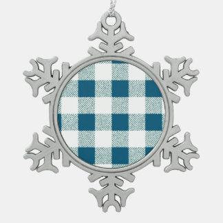 薄青いギンガムの点検パターン スノーフレークピューターオーナメント