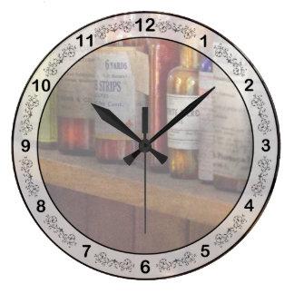 薬剤師-常備薬戸棚の中の… ラージ壁時計
