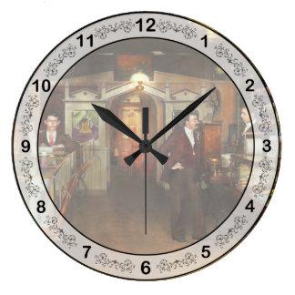 薬剤師-綴りの本および一服1913年 ラージ壁時計