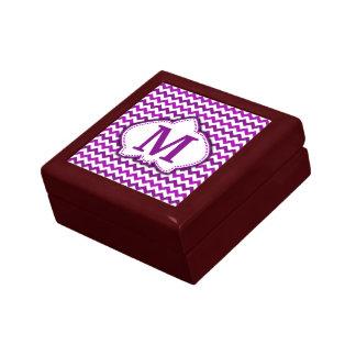 蘭の紫色のシェブロンの名前入りなモノグラム ギフトボックス