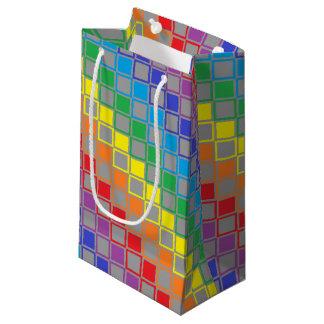 虹および灰色によって輪郭を描かれる正方形 スモールペーパーバッグ