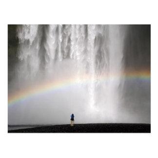 虹が付いているアイスランドの美しい滝 ポストカード