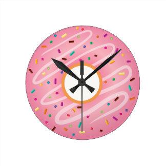 虹が付いているピンクドーナツは振りかけます ラウンド壁時計