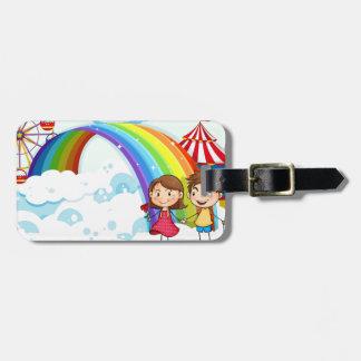 虹が付いている空のカーニバル ラゲッジタグ