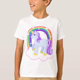 虹とのかわいい魔法のユニコーン(カスタマイズ可能な!) Tシャツ