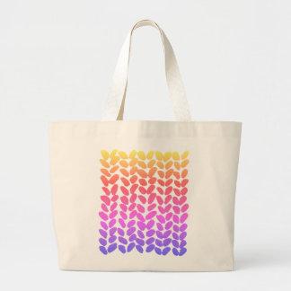 虹のグラデーションな編み物のバッグ ラージトートバッグ