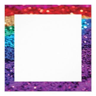 虹のグリッターの背景の正方形の招待のテンプレート カード
