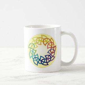 虹のケルト結び目模様 コーヒーマグカップ