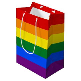 虹のゲイプライドの旗%PIPE%のギフトバッグ ミディアムペーパーバッグ