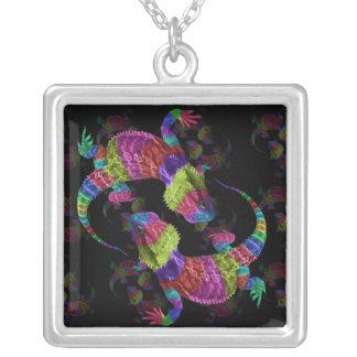 虹のトカゲ シルバープレートネックレス