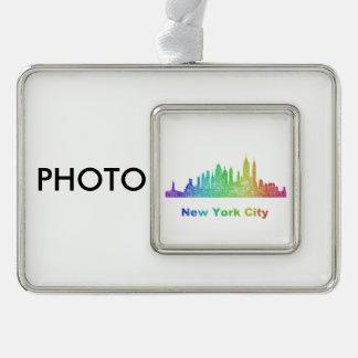 虹のニューヨークシティのスカイライン シルバープレートフレームオーナメント
