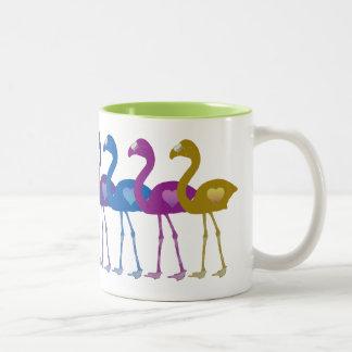 虹のハートのフラミンゴのレトロのヴィンテージのコーヒー・マグ ツートーンマグカップ