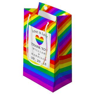 虹のハート愛は愛結婚式です スモールペーパーバッグ
