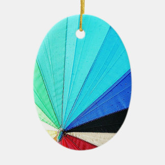 虹のパステルカラーの生地のデザインはAntiquを一周します セラミックオーナメント