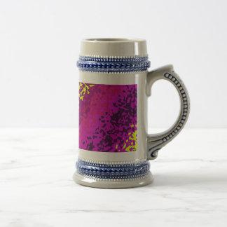 虹のペンキの(ばちゃばちゃ)跳ねるの抽象芸術の紫色のピンクの緑 ビールジョッキ