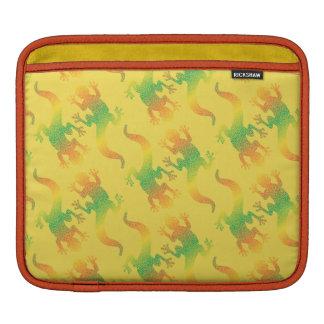 虹のヤモリのパーティー iPadスリーブ